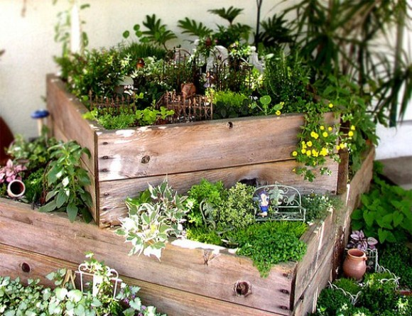 Small space gardening tricks who 39 s green for Gardening in small spaces